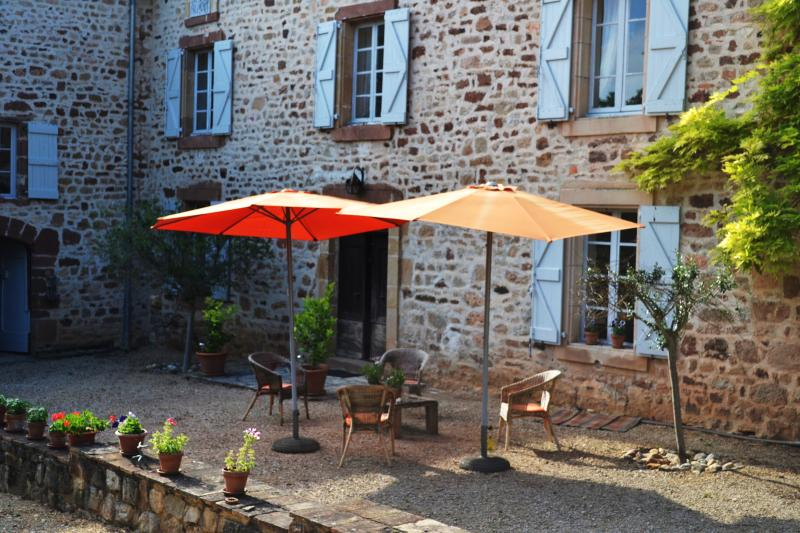 south facing house with sun all day, parasols included....