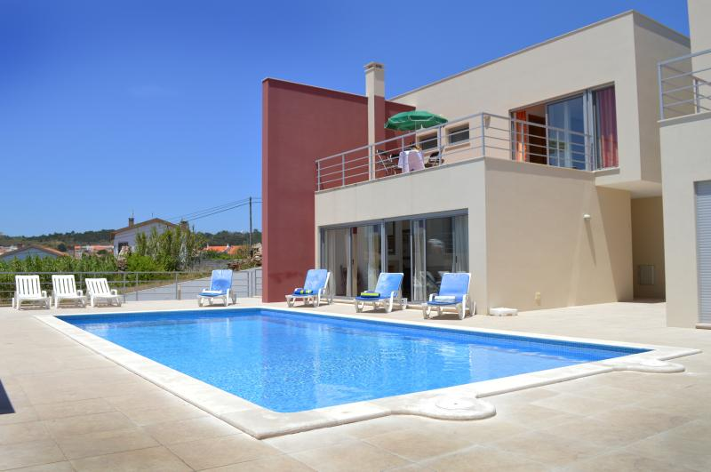 Luxurious, modern villa on the Silver Coast, holiday rental in Cidade
