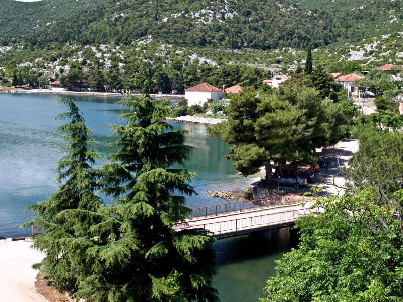 Seaside Apartment (3) with balcony., holiday rental in Bacina