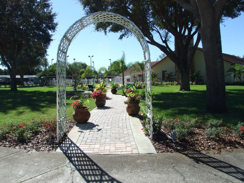 Low Cost Vacation/Holiday Home Near Golf Courses/Lakes, Nr Disney Orlando  and Tampa, holiday rental in Bartow
