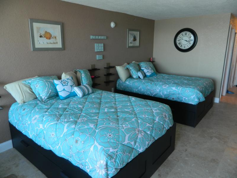 2 queen size beds with pillow top mattresses.