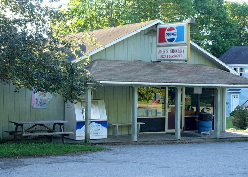 Friendly, and oh so convenient: Jack's mini mart just 1 block from cottage.