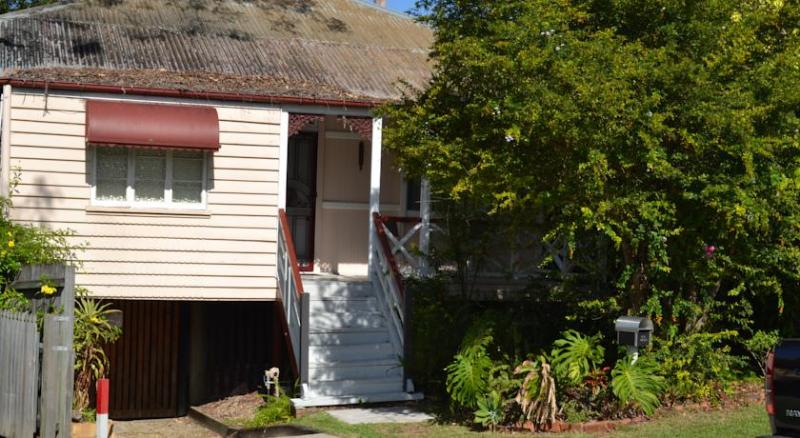 Kedron Cottages 2 Bedroom Self Contained, holiday rental in Springwood