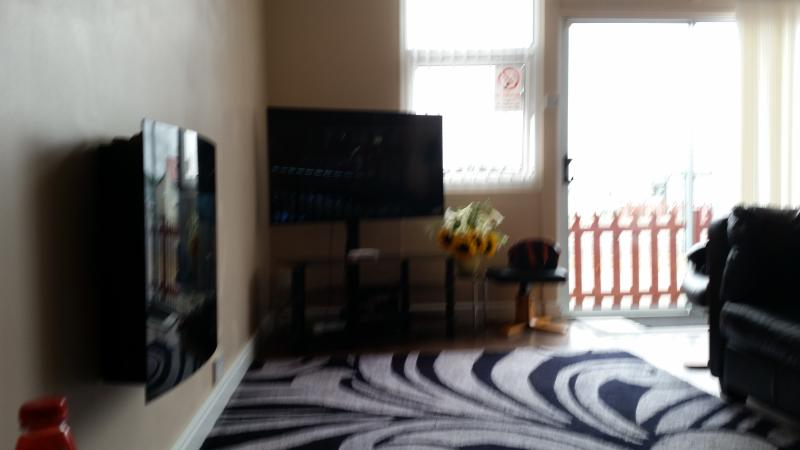50 inch tv digital sound surround with xbox360 and dvd player, latest equipment syk full channels.