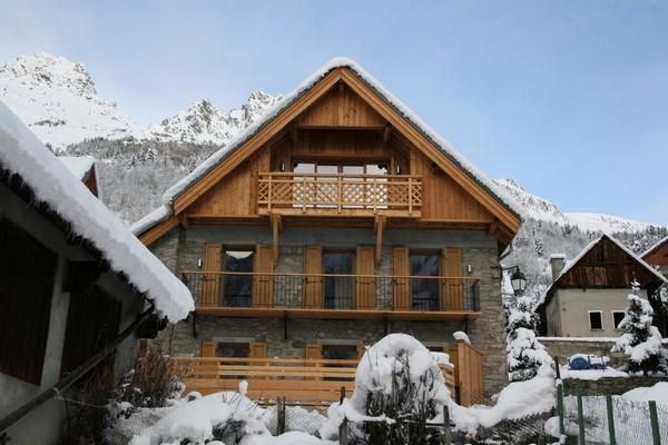 Beautifull Chalet in a calme charming village, alquiler vacacional en Vaujany