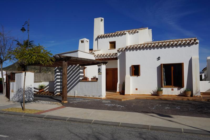 El Valle Golf Villa Tulah, Pool, Prime Location, holiday rental in La Alberca