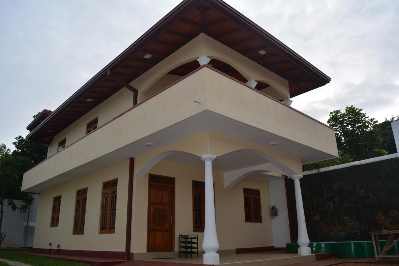Vittoria Holiday Home - House for rent, holiday rental in Elpitiya