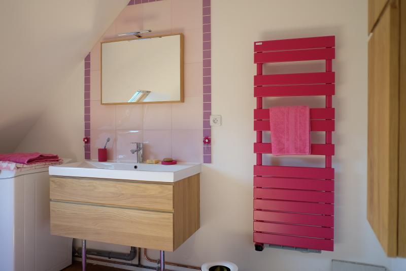 Salle de bains équipée a neuf avec baignoire