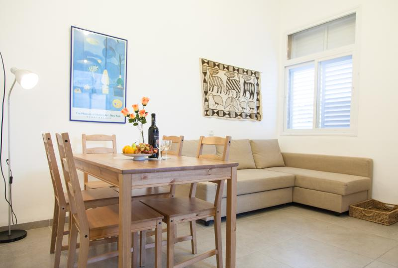 Carmel Apartments - 'Hadar' - spacious  apartment in the heart of Haifa, location de vacances à District d'Haïfa