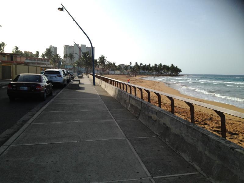 Walking along La Pared