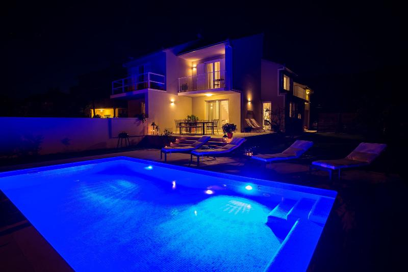 Villa elysium beautiful house with heated swimming pool - Summer house with swimming pool review ...