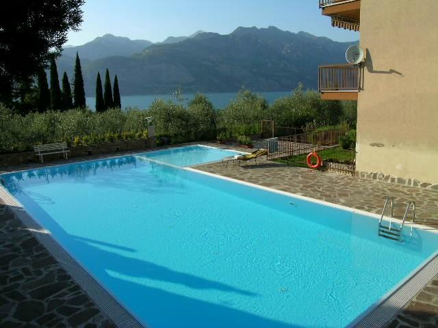 large pool and very large lake view, alquiler de vacaciones en Malcesine