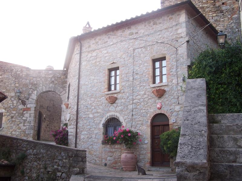 Rustico nel Castello  - Avamposto dei Templari, vacation rental in Catabbio