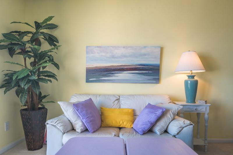 Extra Seating in the Living! Love the Lavender!