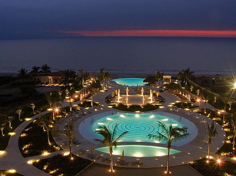 PARADISE WRAPPED IN LUXURY