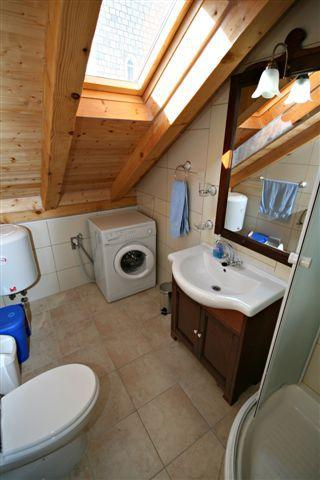 S1(2+2): bathroom with toilet