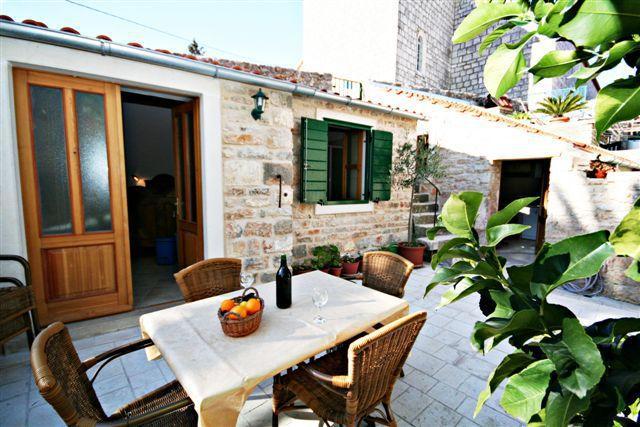 S2(2+2): terrace