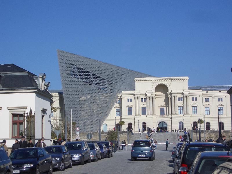 Militärmuseum mit Libeskind-Keil 5min.zu Fuß