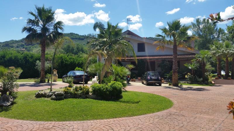 VILLA DANIELA - Appartamento in Villa, location de vacances à Agropoli