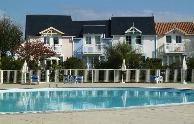 Maison 5 pers au sud face au golf & piscine, vacation rental in Vendee