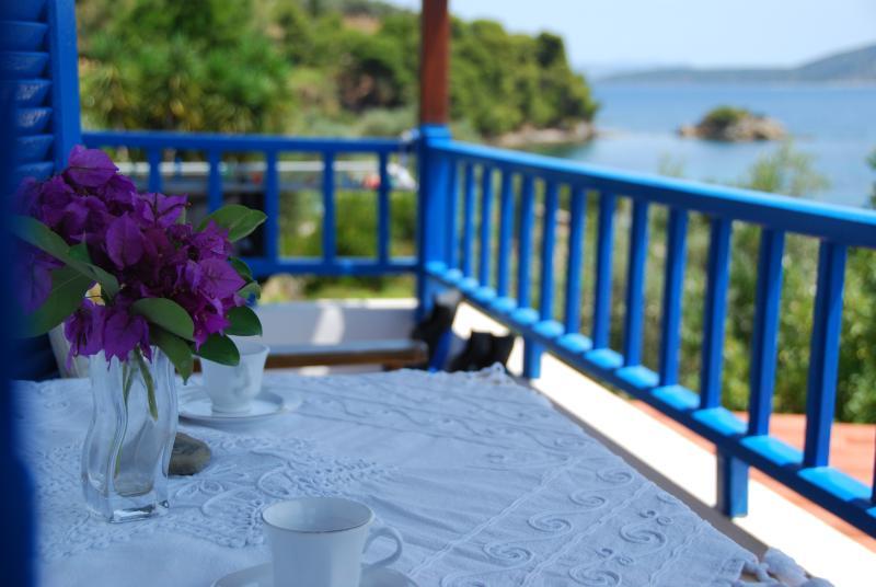 Romantic Thea Apartment, holiday rental in Agios Petros