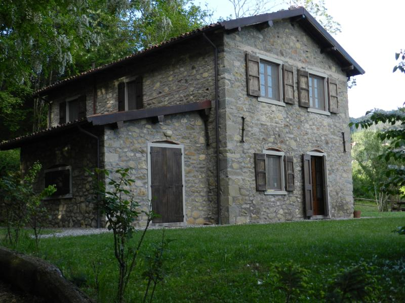 C1 - Eco Farmhouse with horses - Ground FloorApartment, holiday rental in Castiglione di Garfagnana