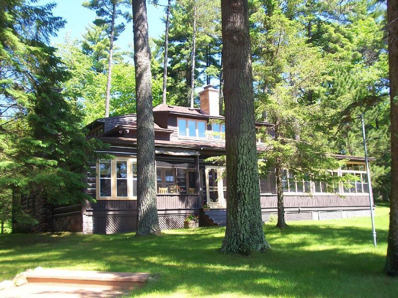 4 Bedroom, 4 Bath Remodeled Historical Home, holiday rental in Arbor Vitae