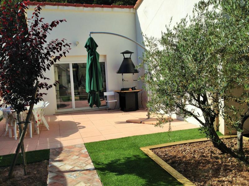 la terrasse pour grillades et apéro à l'heure de la Provence