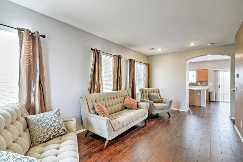 6 Miles to Strip - 4BR New House Las Vegas House, holiday rental in Las Vegas