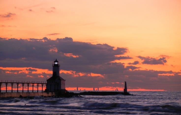 Washington Park Lighthouse with Chicago skyline at sunset