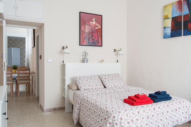 CERVANTES BEDROOM / DORMITORIO CERVANTES (Read the Advert for full description)