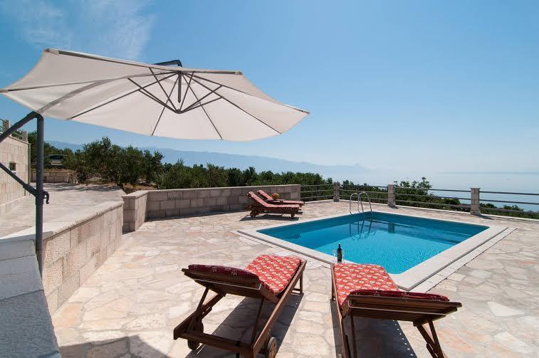 PRIVATE swimming pool, beach 500 m