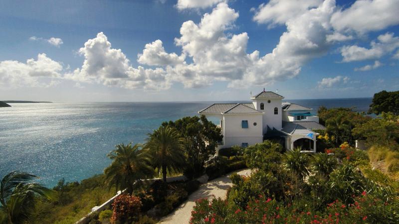 Notre château est situé sur Pelican Point. Très privé, très intime et très sûr ... Juste EXPIREZ !!!