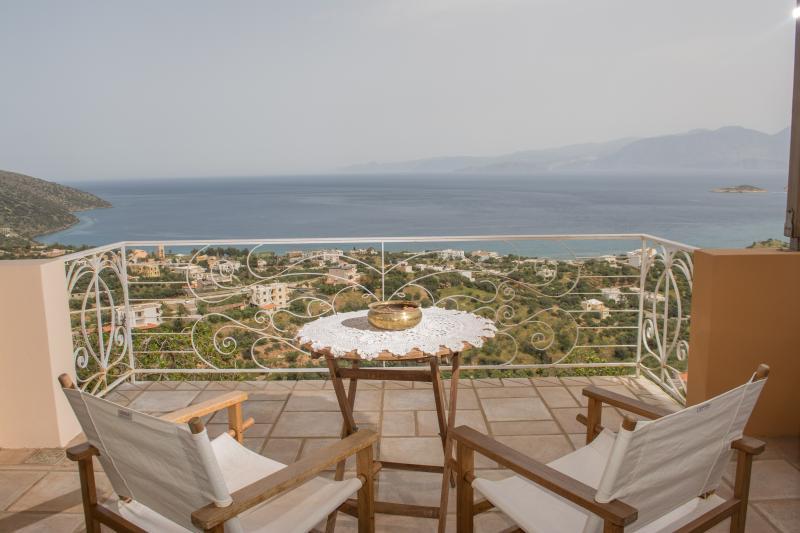 Villa Phoebus detached house, holiday rental in Choumeriakos