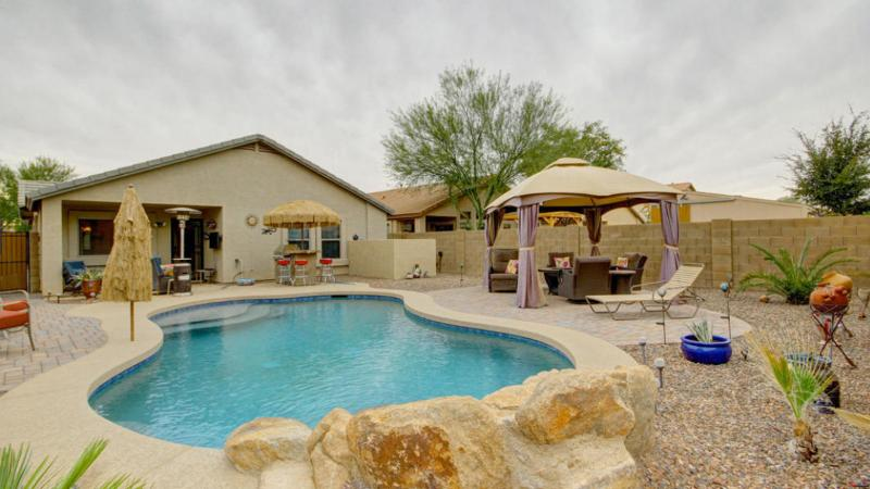 Resort Style Feel! W/ pool- Great SUMMER PRICING!, location de vacances à San Tan Valley