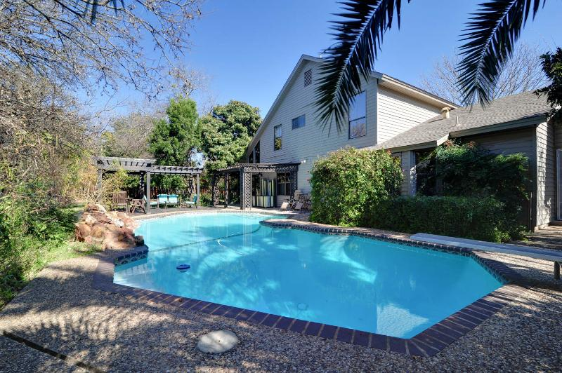 Botanical Paradise w/ Private POOL/HOT TUB/Nature! 4mi to SIX FLAGS/LaCantera!, vacation rental in San Antonio