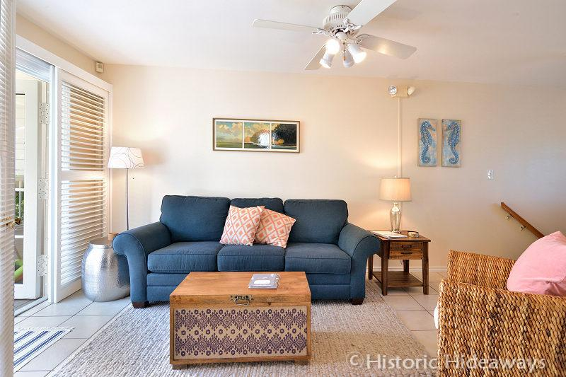 Bedroom can Open to Living Room