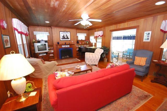 Living Room - 212A Laurel St