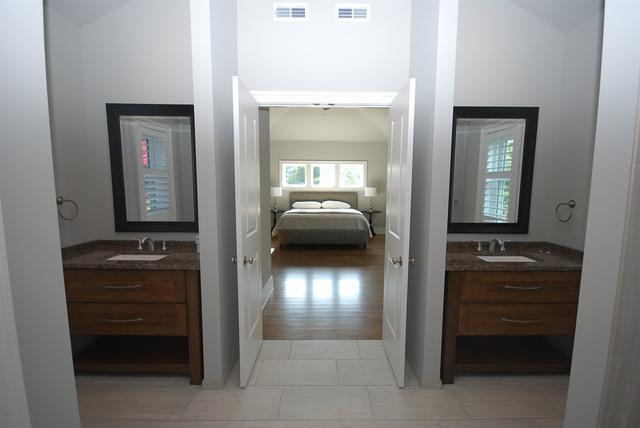 Master Bathroom Up  - 119 Laurel St