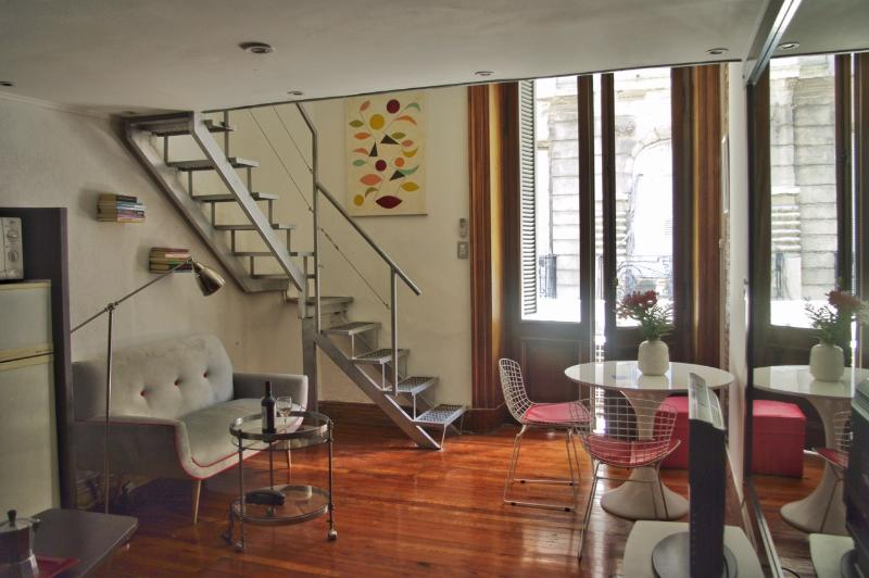 Fully equipped apt. With balcony, split hot/cold, electric water heater, TV by cable, speed wi-fi