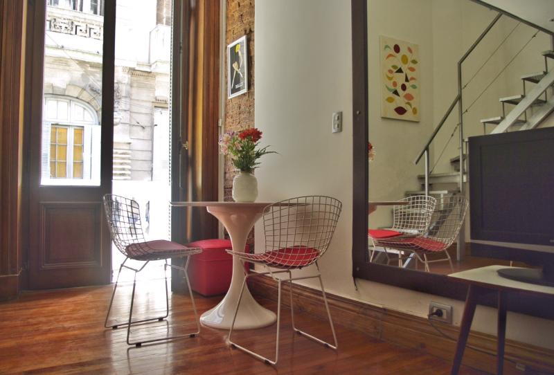 Beautiful and re-designed apt located in a gorgeous antique historical building.