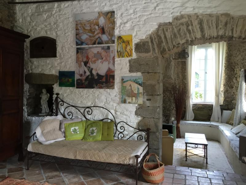 Durfort wellcomes you with many different pieces of art and a cosy ambiance. Beautiful terrace