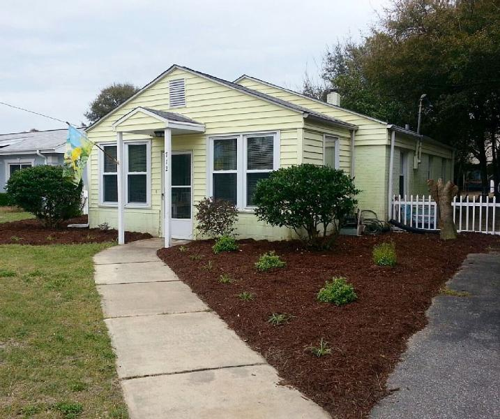 Adorable Beach Cottage... just 2 and 1/2 short blocks from beach...one level