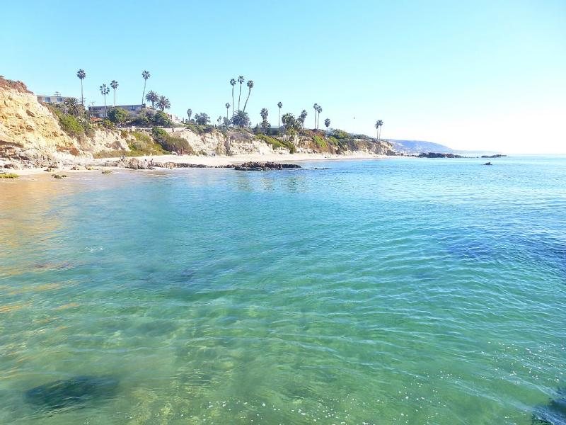 Chic Designer Beach House with full ocean views and short five minute stroll to, vacation rental in Laguna Beach