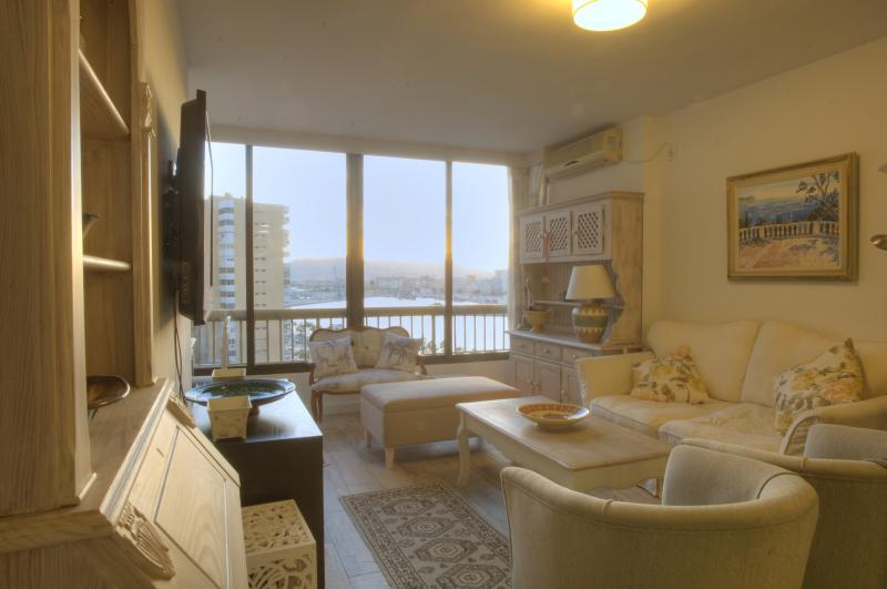 New flat next to the beach, 10 min walk to center, holiday rental in Malaga