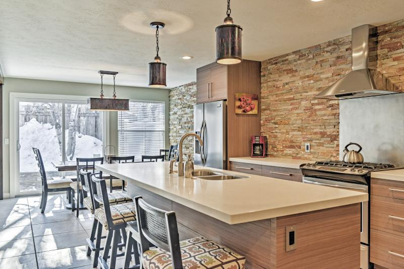 The fully equipped kitchen has quartz counters and stainless steel appliances.