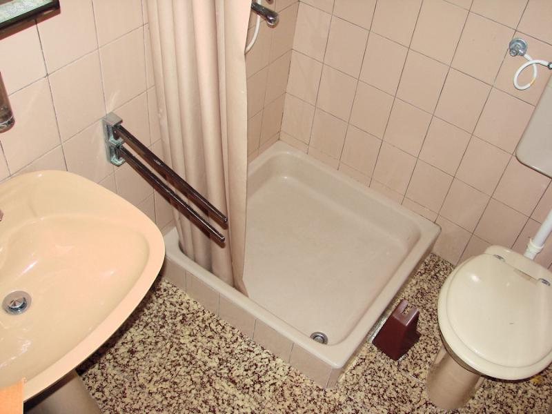 SA1(2+1): bathroom with toilet