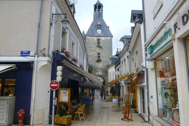 La rue nationale et sa tour de l'horloge.