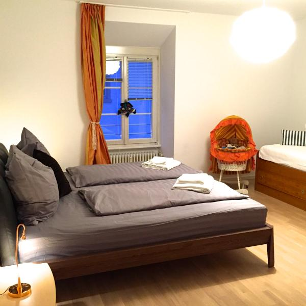 middle bedroom (triple sleeps)