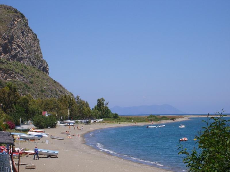 spiaggia, inizio riserva naturale, 3 minuti macchina, a piedi circa 10 min, Isole Eolie sullo sfondo